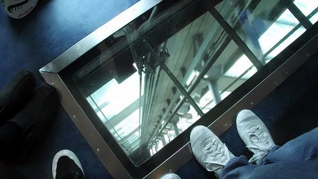 Sky Tower glass-floor